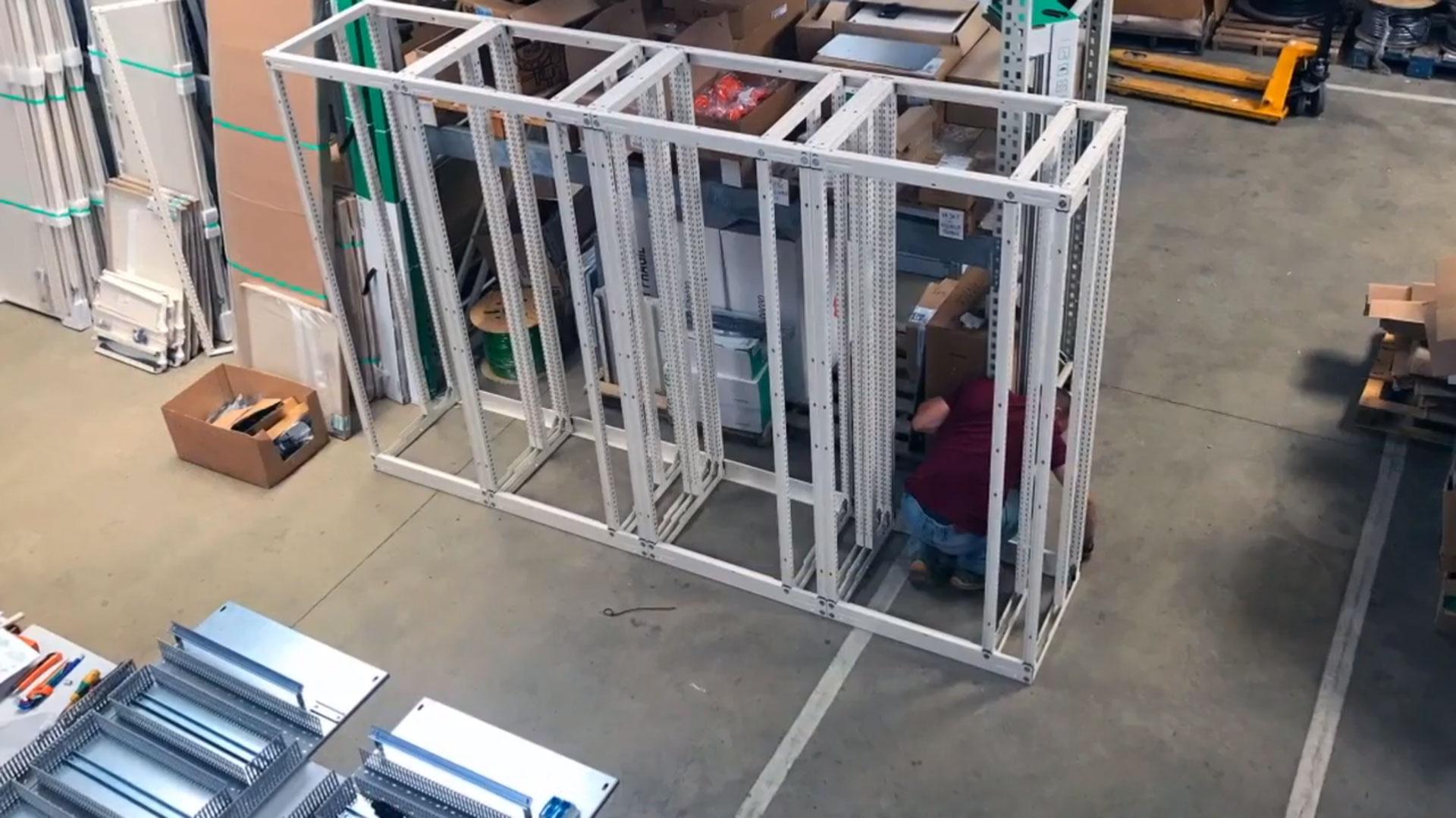 Installateur sur réalisation armoire électrique